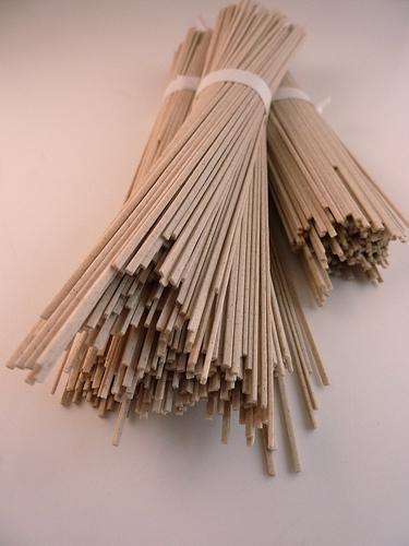 dried soba noodles: kattebelletje, Flickr http://www.flickr.com/photos/97249369@N00/5108020979/