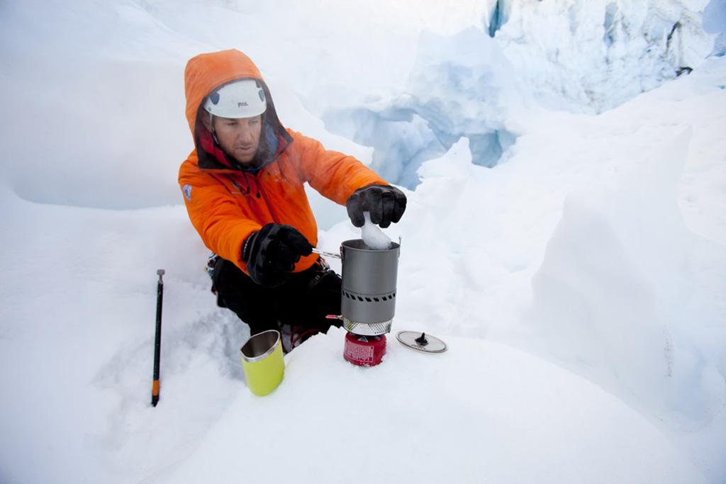 alpinist snow camping