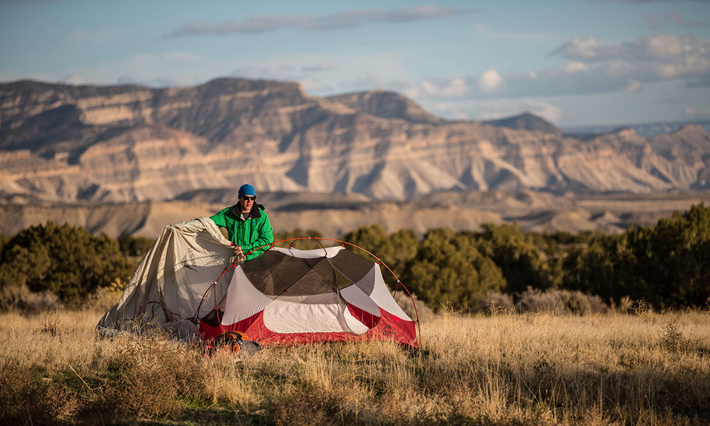 setting up tent in backcountry