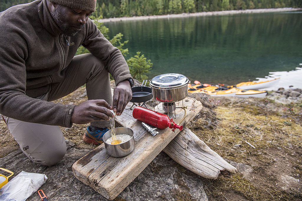 cooking eggs in stainless steel backpacking pot