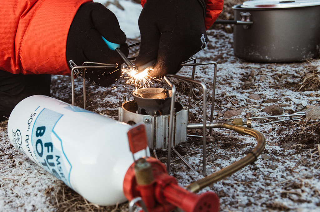 lighting liquid fuel stove in cold