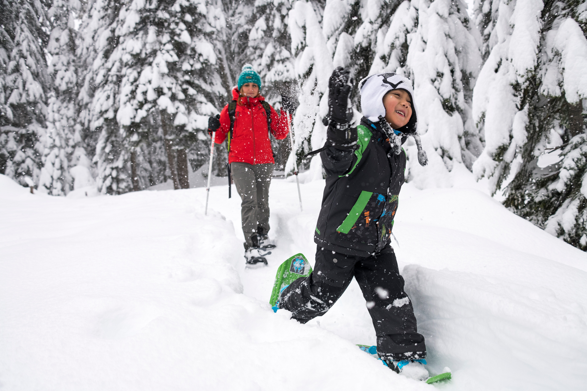 eric larsen snowshoeing with kids msr blog the summit register