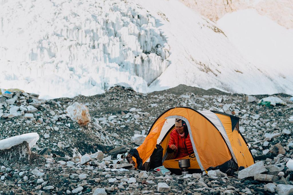 Hilaree-Nelson-Lhotse-Dream-Line in tent