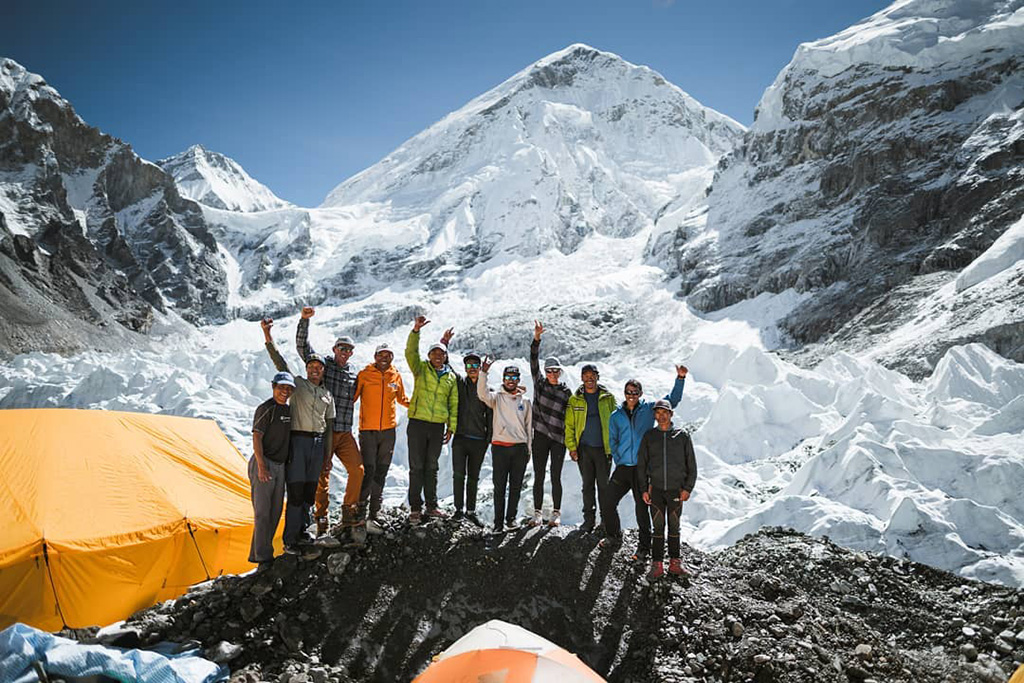 group camping in Lhotse-Dream-Line