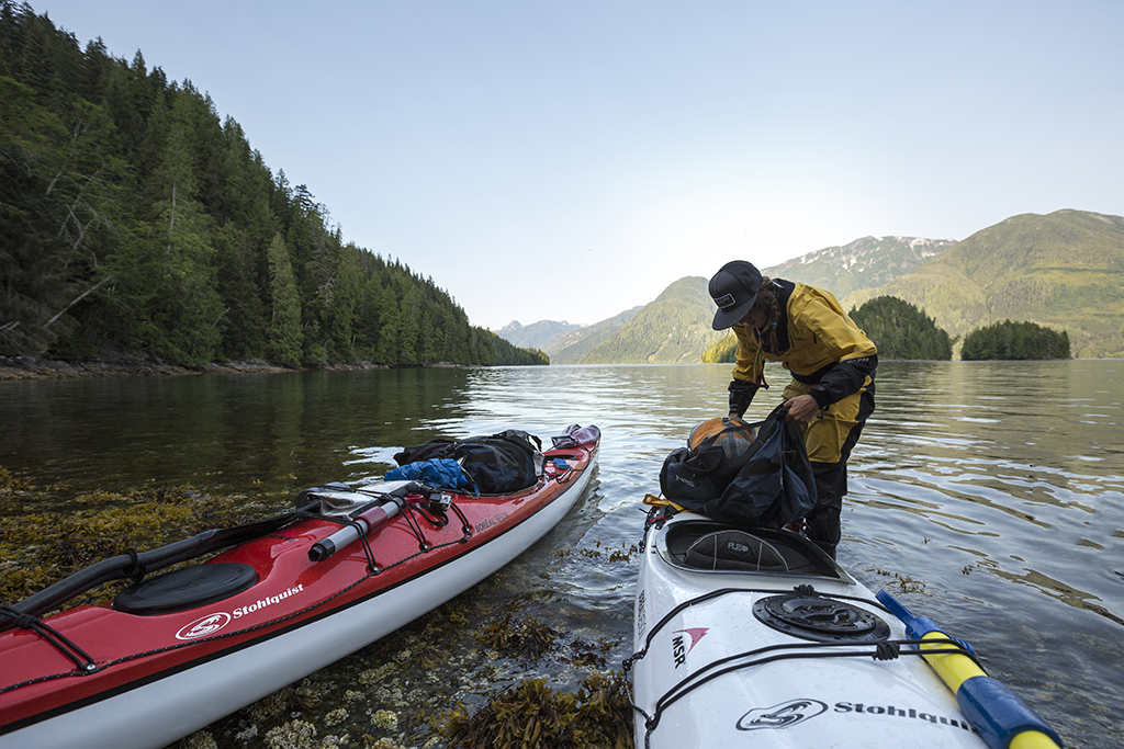 loading kayaks on telegraph cove