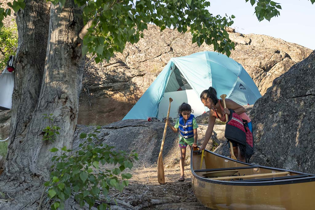 canoeing trip with best family camping tent