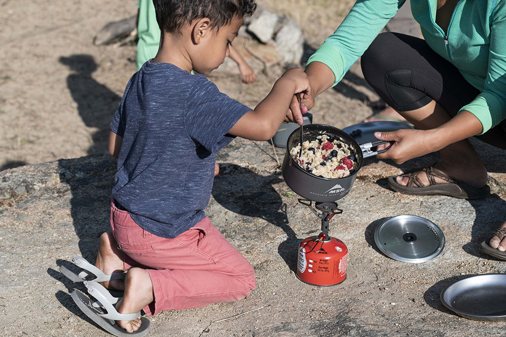 cooking outmeal on backpacking stove